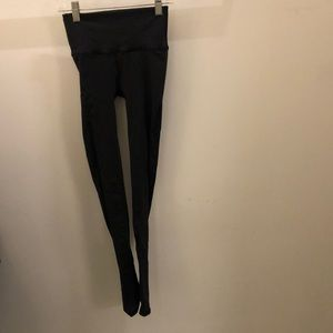 Lululemon black perforated legging, sz 2, 71506